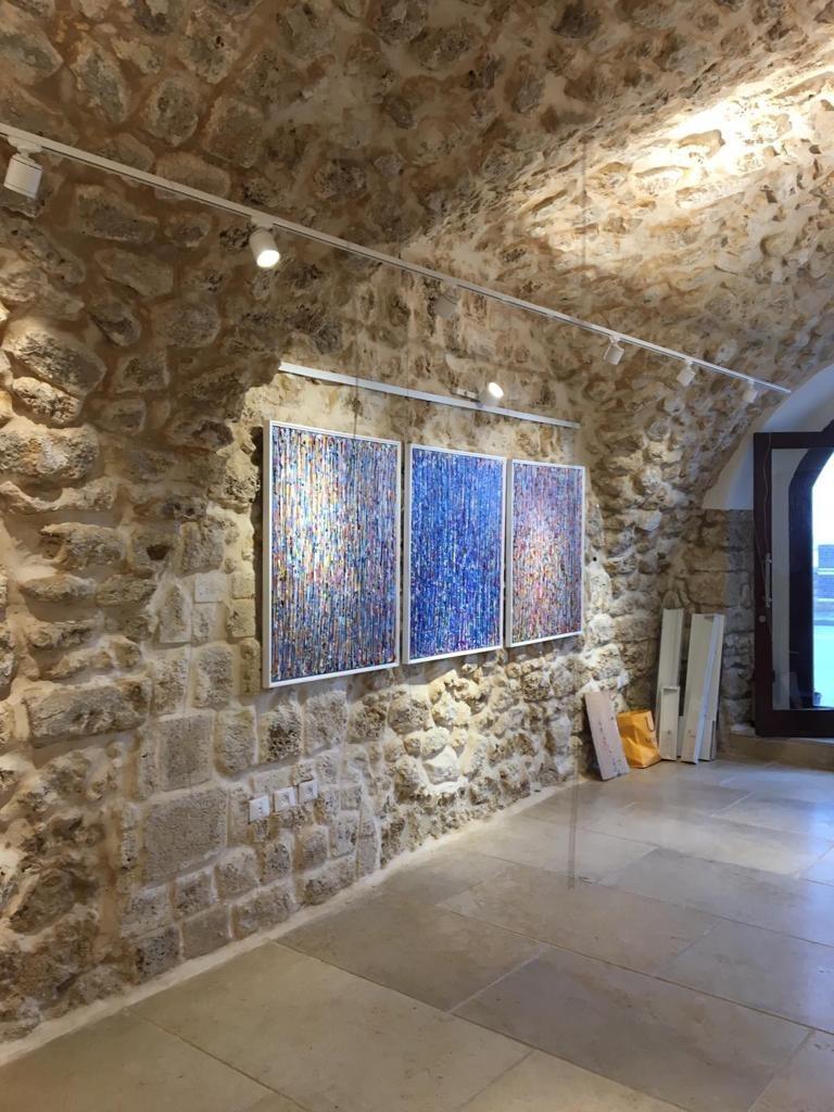 מסילות קליק בגלריה בבניין לשימור מחמיר ביפו העתיקה